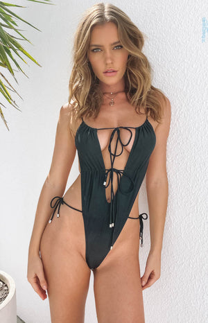 https://files.beginningboutique.com.au/Aquata-One-Piece-Black.mp4