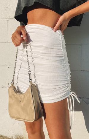 https://files.beginningboutique.com.au/20200715+-+Binx+Mini+Skirt+White.mp4