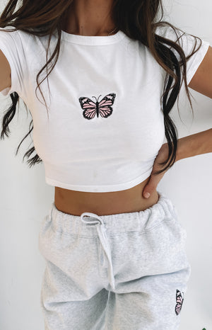 https://files.beginningboutique.com.au/20200427-Butterfly+white+crop+tee.mp4
