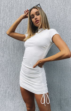 https://files.beginningboutique.com.au/20200420-Cara+ribbed+drawstring+dress+white.mp4