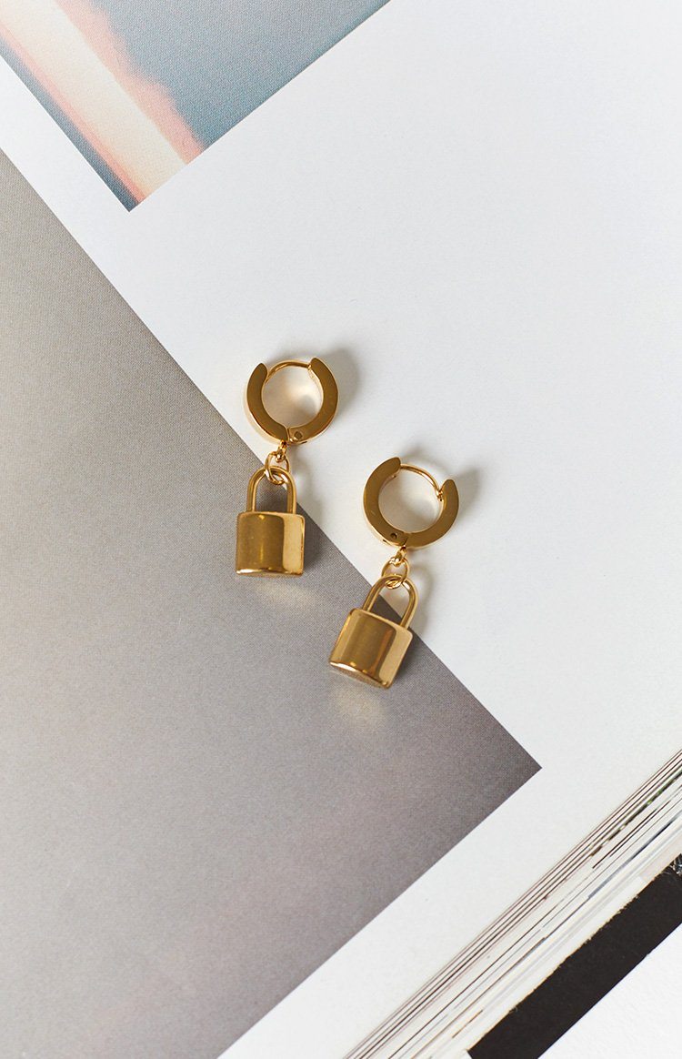 Eclat Milla Lock Huggie Earrings Gold