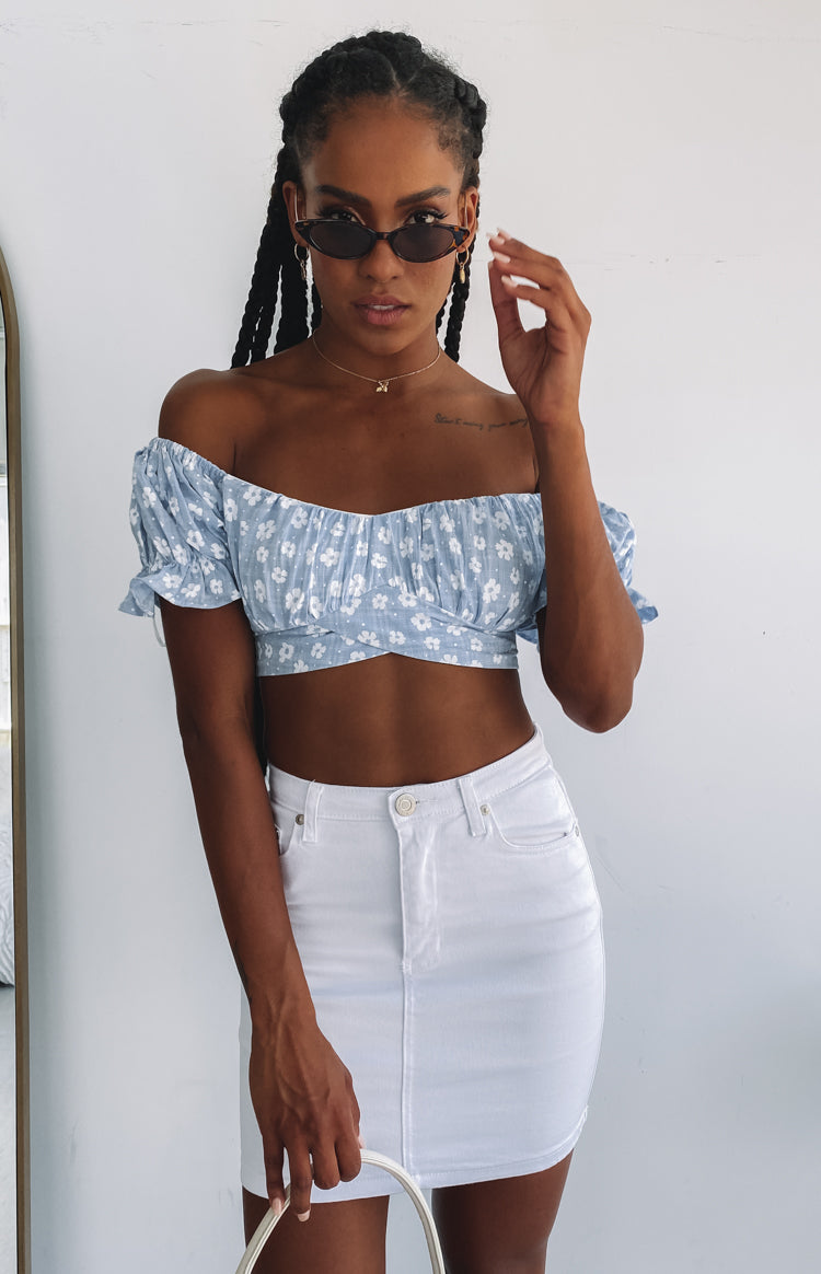 https://files.beginningboutique.com.au/20191220-Ember+crop+top+blue+floral.mp4