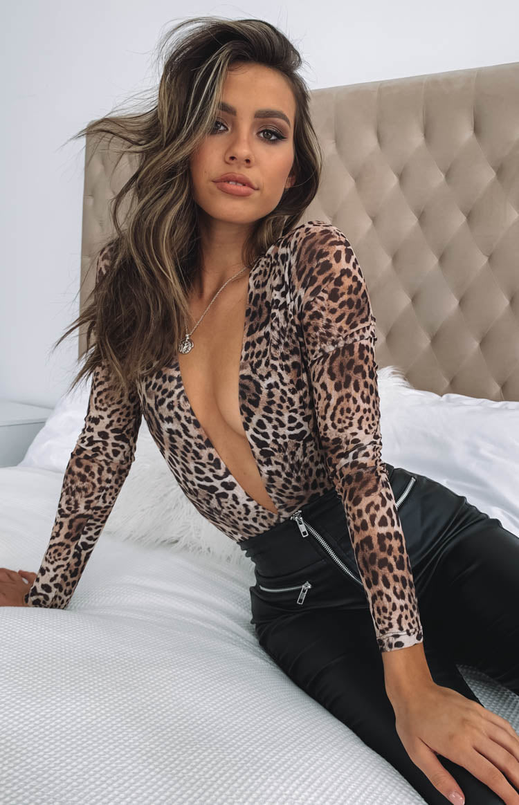 https://files.beginningboutique.com.au/Esha+Long+Sleeve+Bodysuit+Leopard.mp4