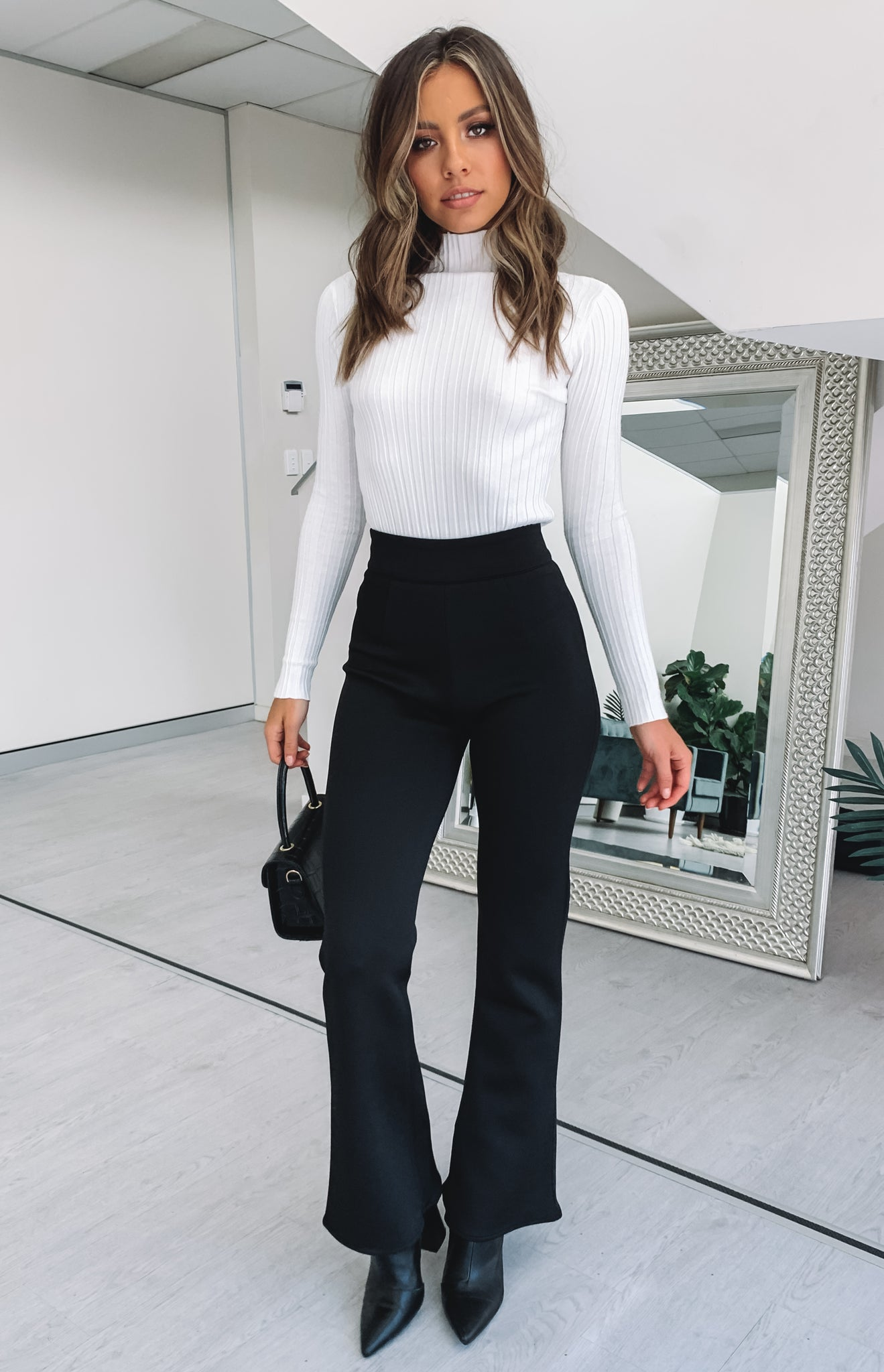 https://files.beginningboutique.com.au/black+pants+1.mp4