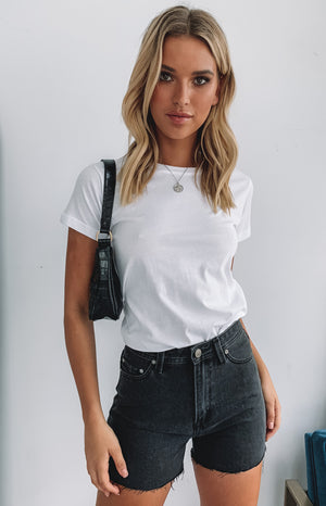 https://files.beginningboutique.com.au/Harper+Solid+Basic+Crew+White.mp4
