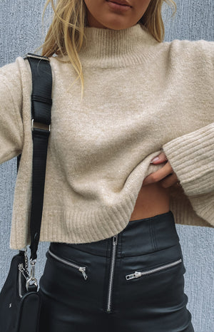 https://files.beginningboutique.com.au/20200728-Henri+Sweater+Beige+-+Winter.mp4