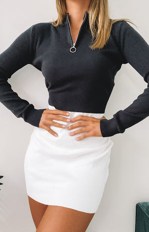 https://files.beginningboutique.com.au/20200506-Hotline+long+sleeve+knit+top+black.mp4