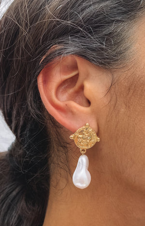 Eclat Sugar Honey Pearl Earrings Gold