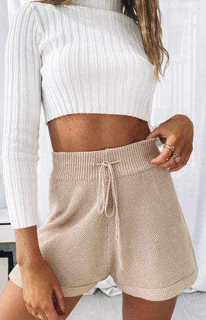 https://files.beginningboutique.com.au/20200612-Kindred+Spirit+Relaxed+Shorts+Beige.mp4