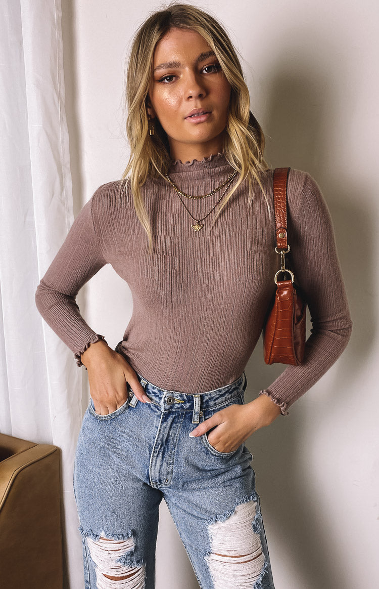 https://files.beginningboutique.com.au/20200730-LA+Frill+Neck+Knit+Top+Camel.mp4