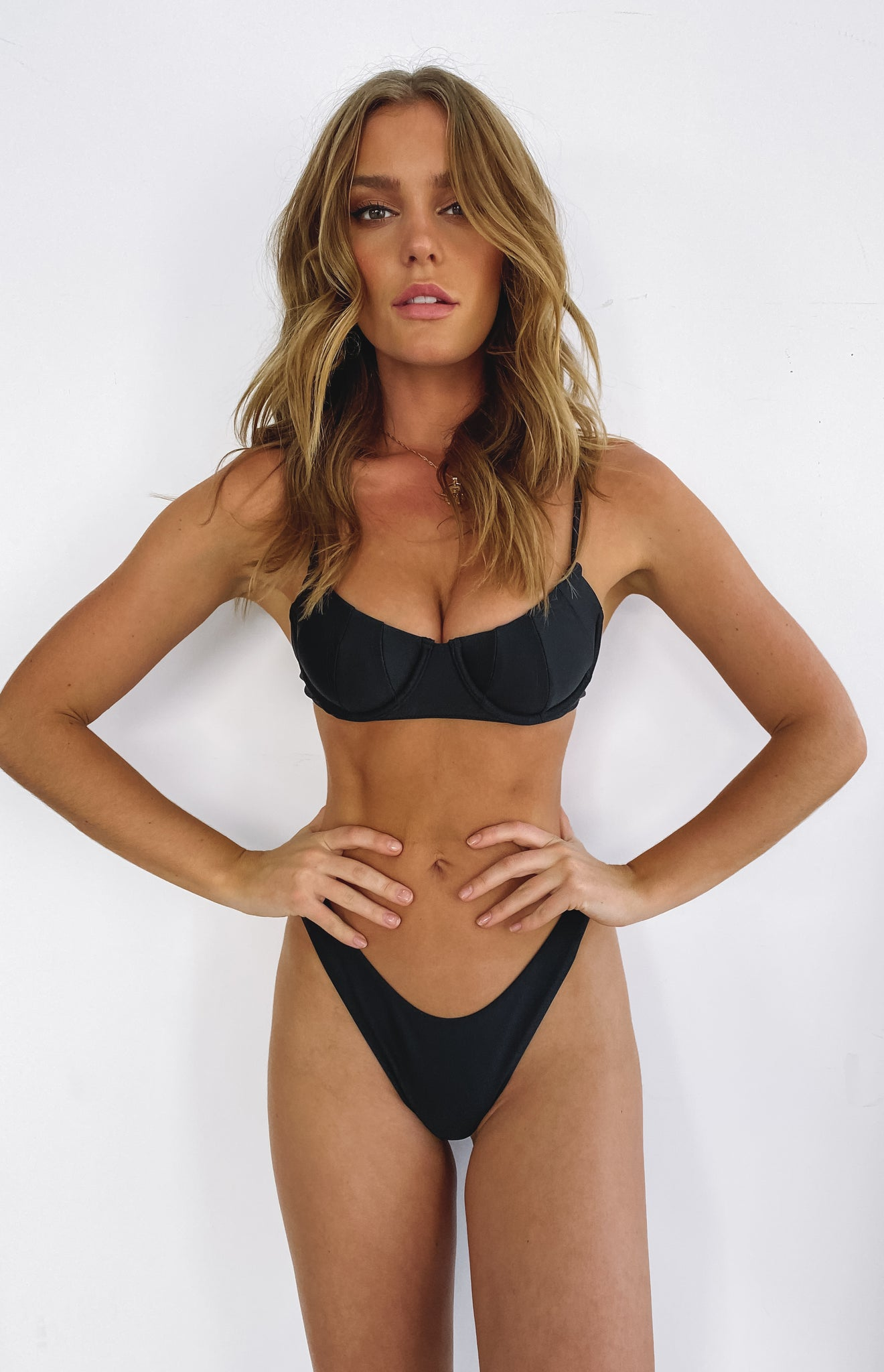 https://files.beginningboutique.com.au/LAHANA+HELENA+PANELLED+BRA+CUP+BIKINI+TOP+BLACK.mp4