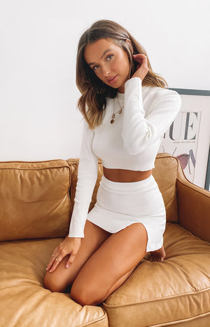https://files.beginningboutique.com.au/20200511-white+Lovely+Day+Knit+Skirt+White.mp4