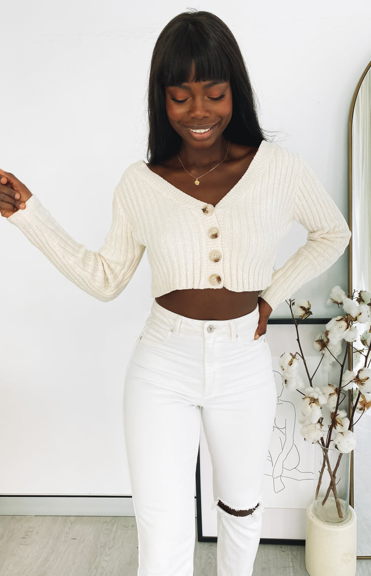https://files.beginningboutique.com.au/20200701+-+Lucy+Ribbed+Button+Up+Crop+Beige.mp4