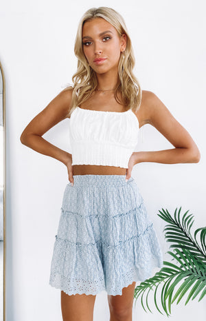 https://files.beginningboutique.com.au/20191212-blue+frill+floral+skirt.mp4