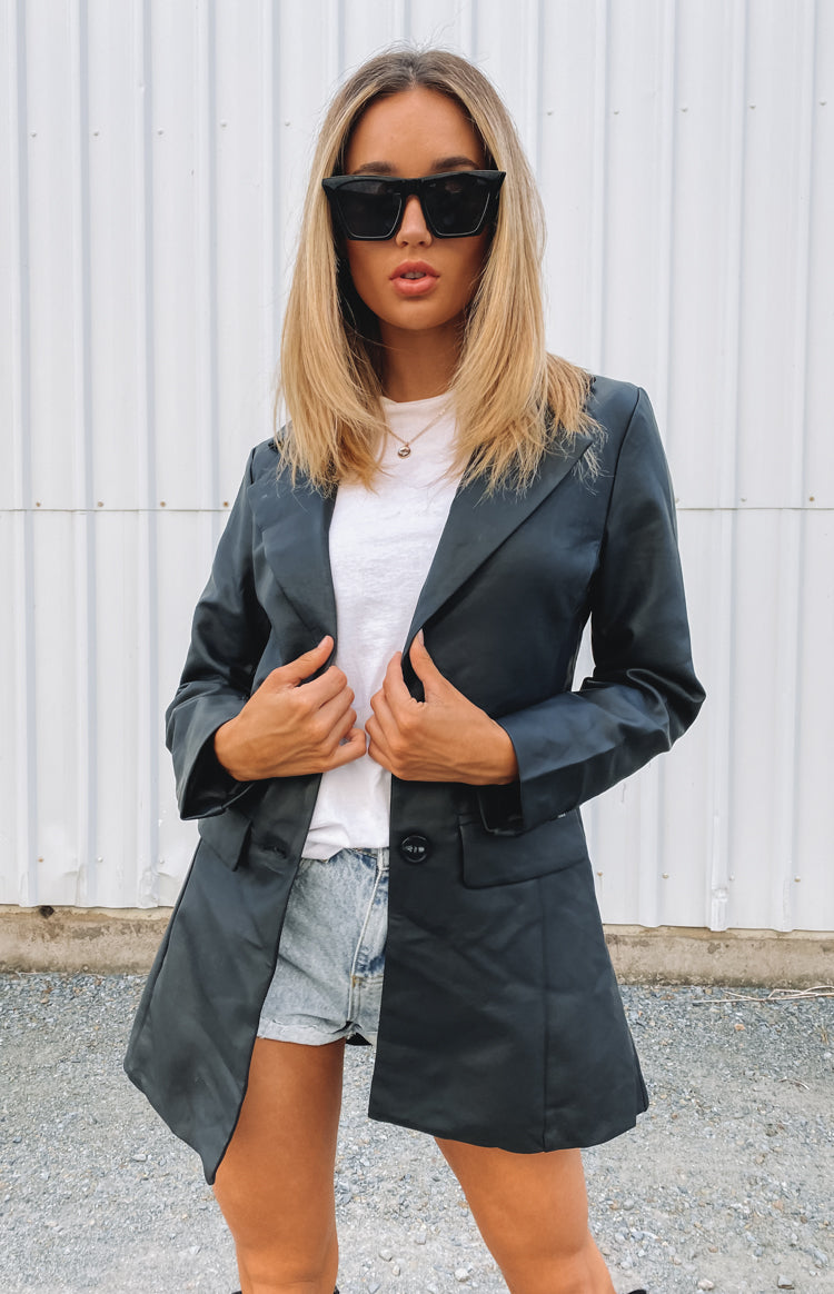 https://files.beginningboutique.com.au/20200420-Money+Moves+PU+Blazer+Black.mp4