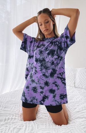 https://files.beginningboutique.com.au/20200504-Nana+Judy+Bordeaux+oversized+tie+dye+tee.mp4