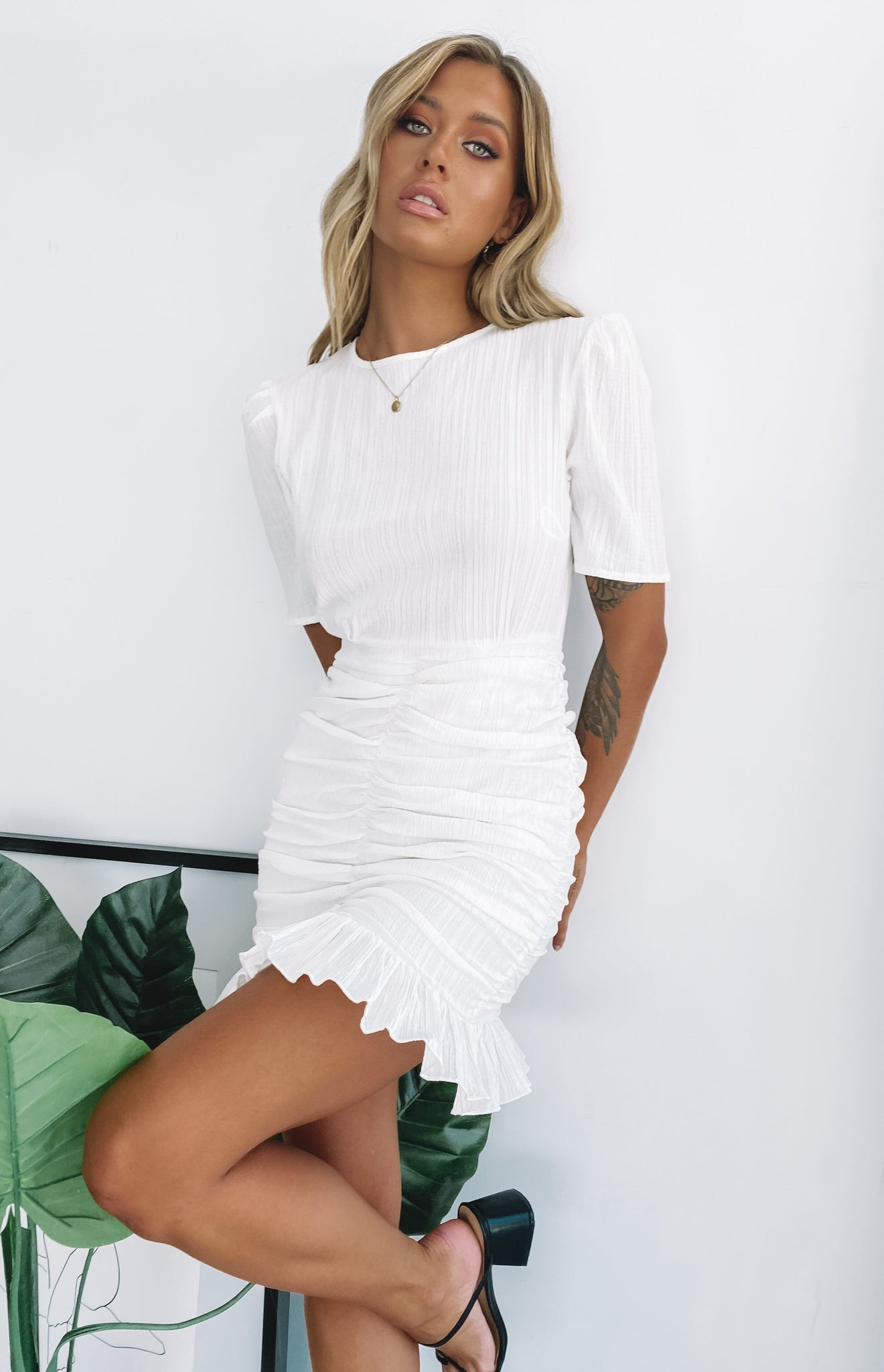https://files.beginningboutique.com.au/OUT+OF+LOVE+MINI+DRESS+WHITE.mp4