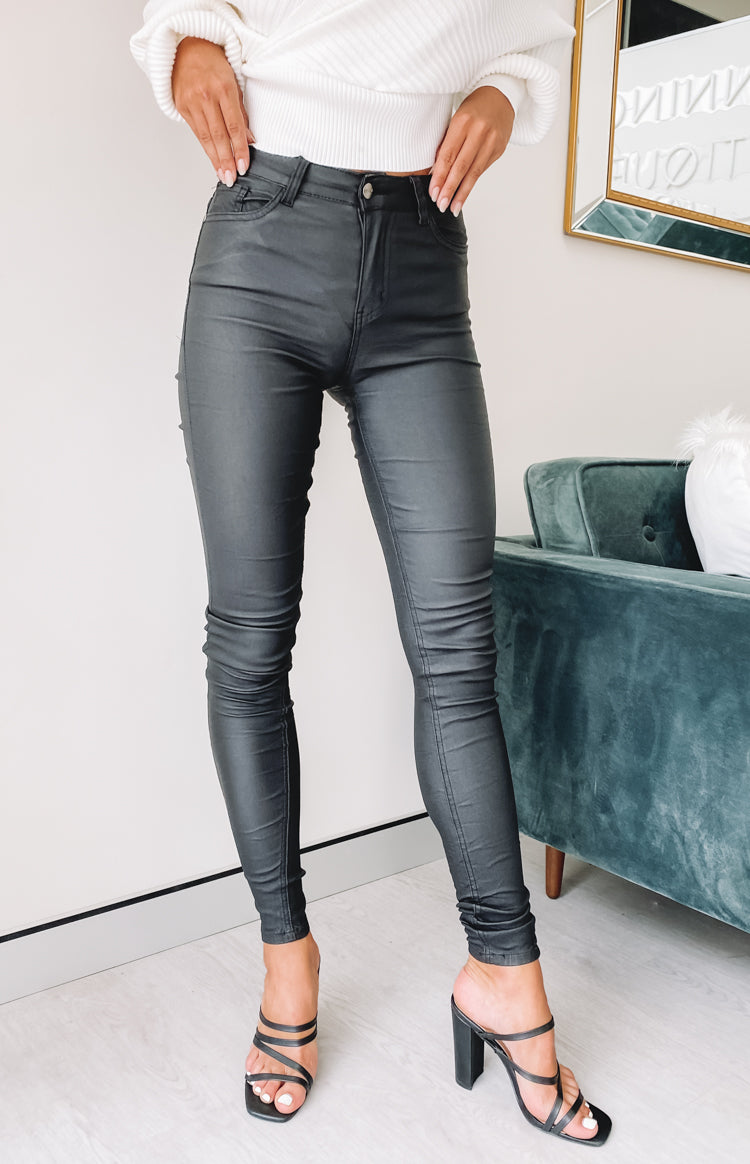 https://files.beginningboutique.com.au/20200323-Rolling+Stones+Skinny+Jeans+Black.mp4