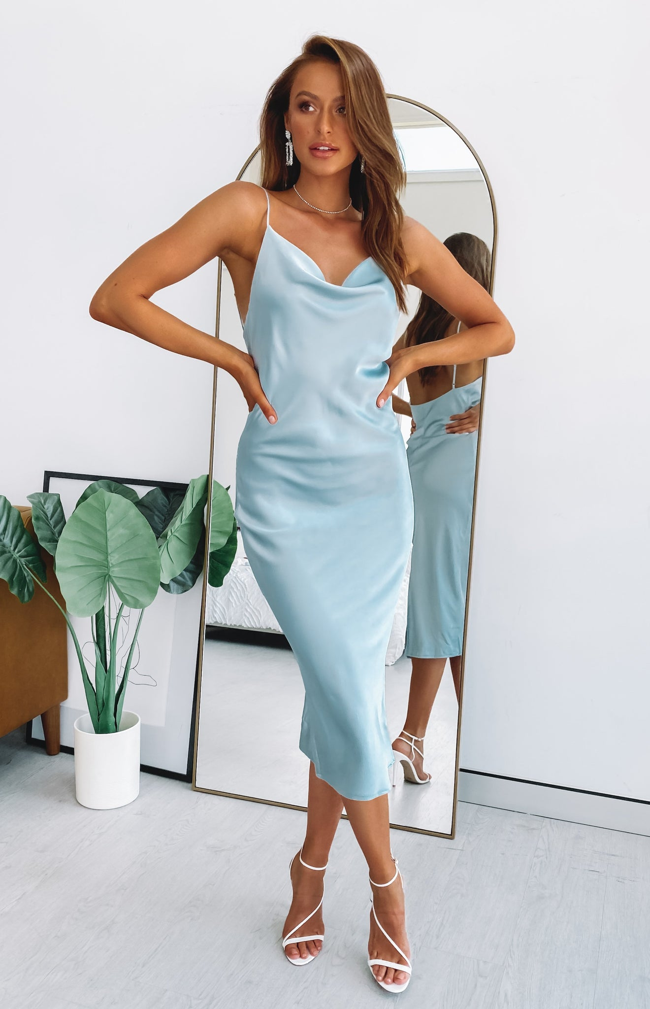 https://files.beginningboutique.com.au/SCHIFFER+SLIP+DRESS+ICY+BLUE+.mp4