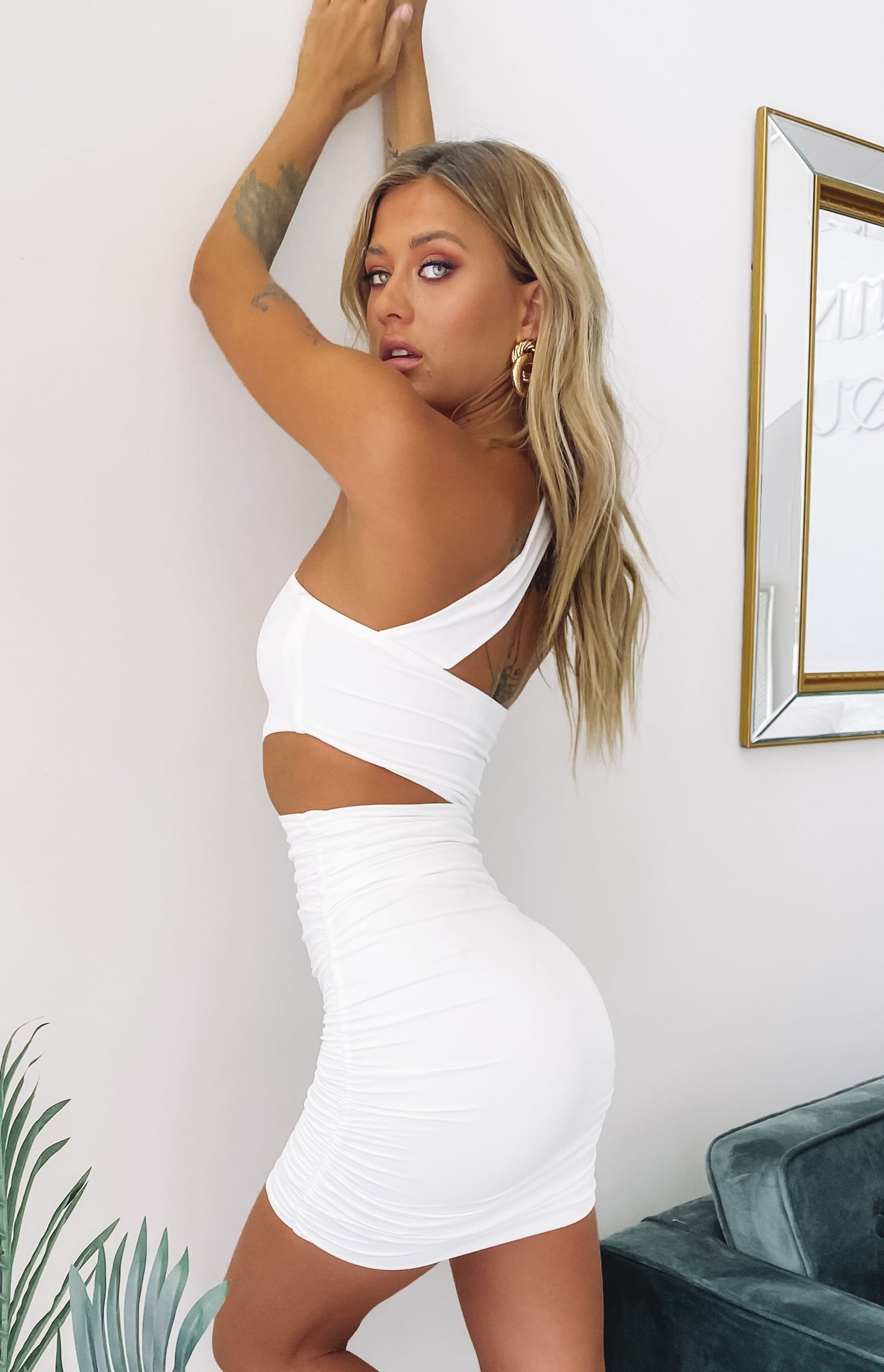 https://files.beginningboutique.com.au/STARS+IN+HER+EYES+PARTY+DRESS+WHITE+.mp4