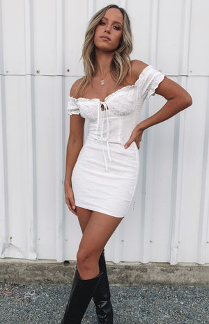 https://files.beginningboutique.com.au/Savona+Dress+White+Linen.mp4