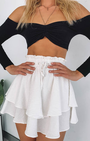 https://files.beginningboutique.com.au/side+to+side+skirt+white+.mp4