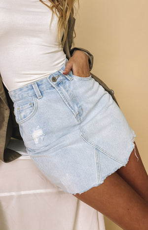 https://files.beginningboutique.com.au/20200728-Snow+Denim+Skirt+Blue.mp4