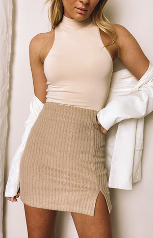 https://files.beginningboutique.com.au/20200730-Stand+By+Me+Skirt+Beige.mp4