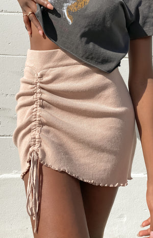 https://files.beginningboutique.com.au/20200722+-+Summertide+Skirt+Tan.mp4