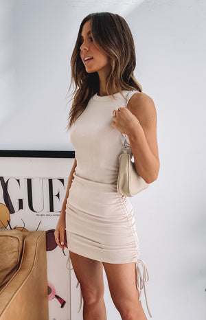 https://files.beginningboutique.com.au/20200617-Torvie+Drawstring+Dress+Beige.mp4