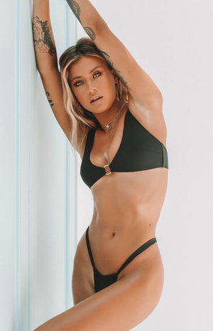 https://files.beginningboutique.com.au/20191211willow+bikini.mp4