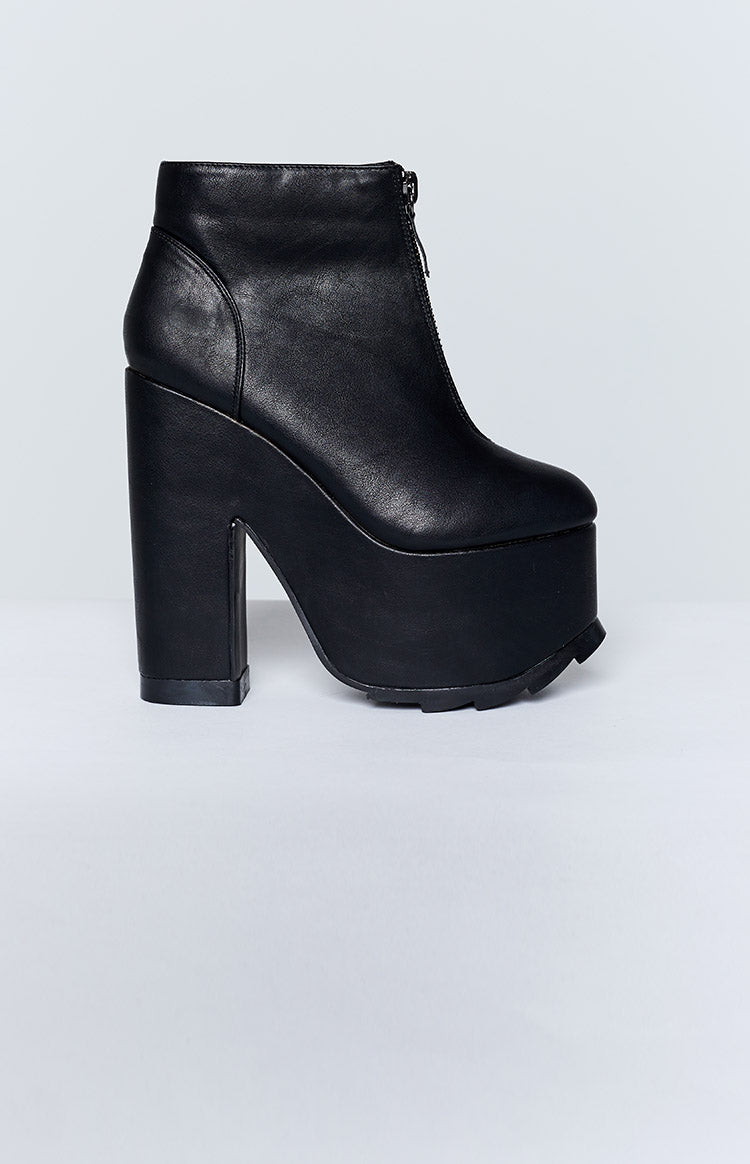 Y.R.U. Nightmare Boots Black