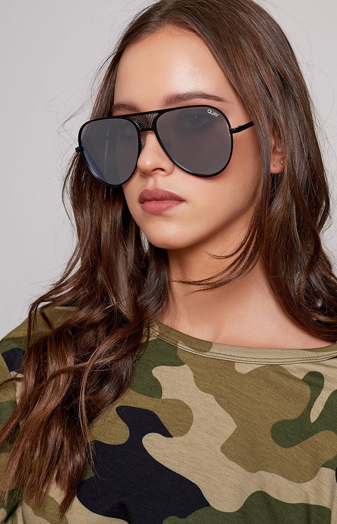 #QUAYXKYLIE Iconic Sunglasses Black Silver