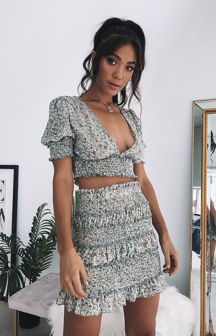 https://files.beginningboutique.com.au/Colette+Skirt+Green+Floral.mp4