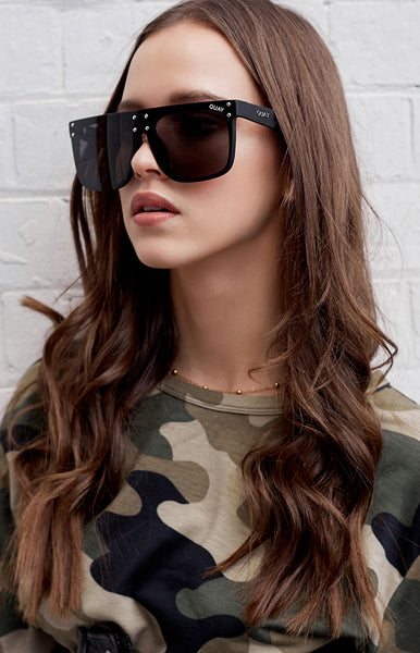 #QUAYXKYLIE Hidden Hills Sunglasses Black Smoke