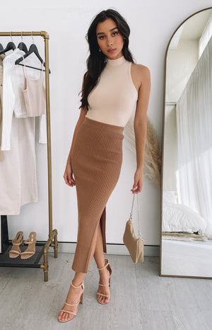 https://files.beginningboutique.com.au/20200727+-+Laurena+Knit+Midi+Skirt+Tan.mp4