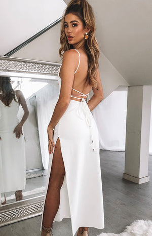https://files.beginningboutique.com.au/ALORA+FORMAL+DRESS+White.mp4