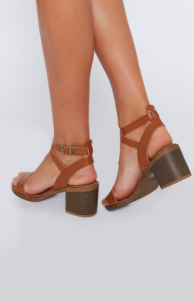 Lipstik Base Sandals Tan