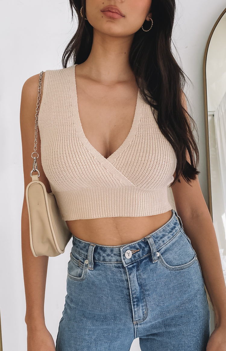 https://files.beginningboutique.com.au/20200727+-+Tori+Knit+Crop+Top+cream.mp4
