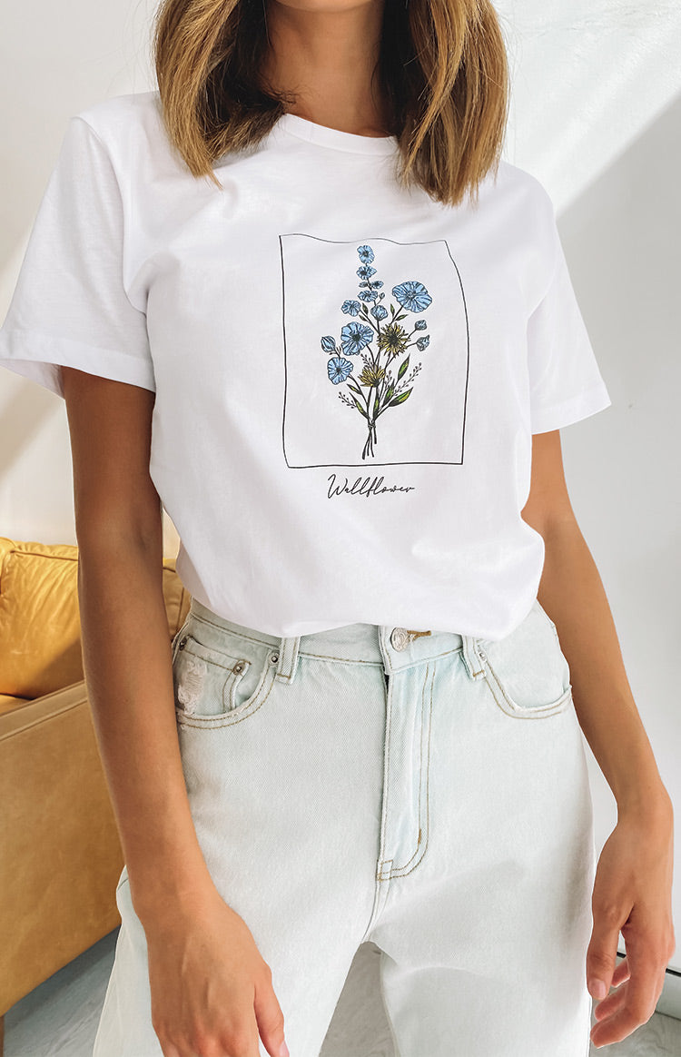 https://files.beginningboutique.com.au/20200518-Wallflower+printed+tee+white.mp4