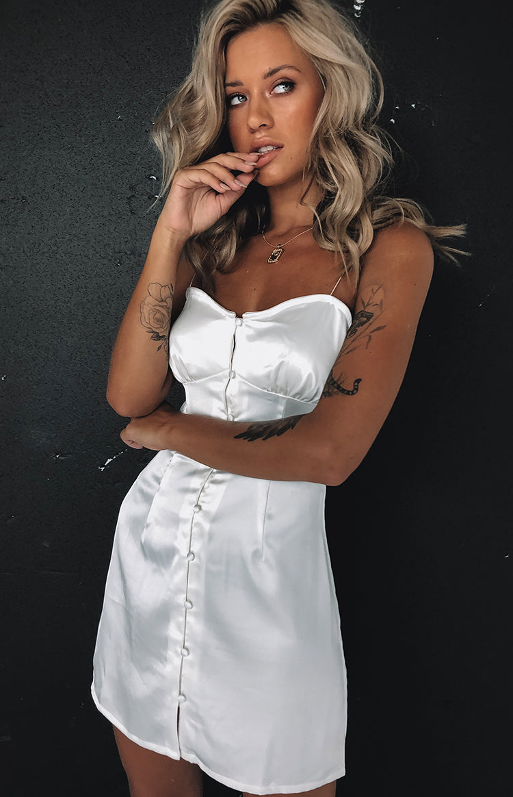 https://files.beginningboutique.com.au/Fawn+Mini+Dress+White+Satin.mp4