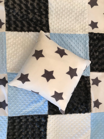 Stars pillow with matching quilt