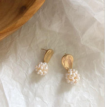 Load image into Gallery viewer, Contemporary Natural Freshwater Pearls Cluster Earrings