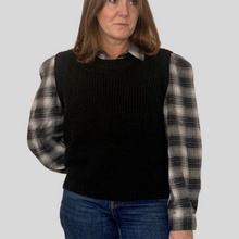 Load image into Gallery viewer, Black Knitted Vest