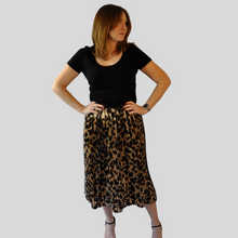 Load image into Gallery viewer, Leopard Print Pleat Skirt