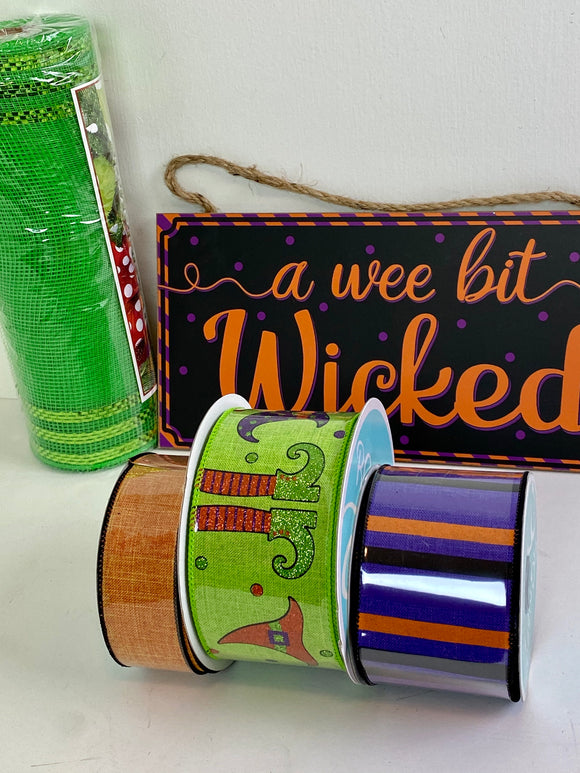 Wee Bit Wicked Halloween Wreath kit (no frame)