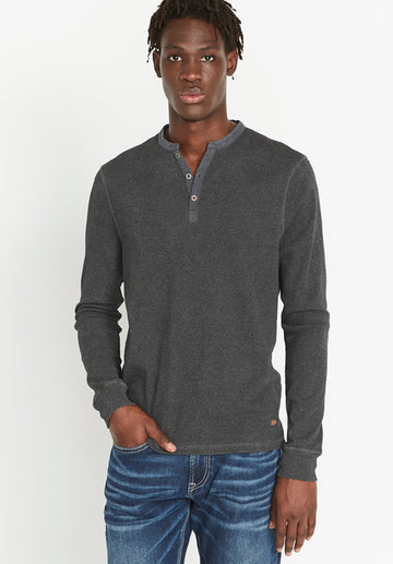 buffalo kisto long sleeve henley in charcoal