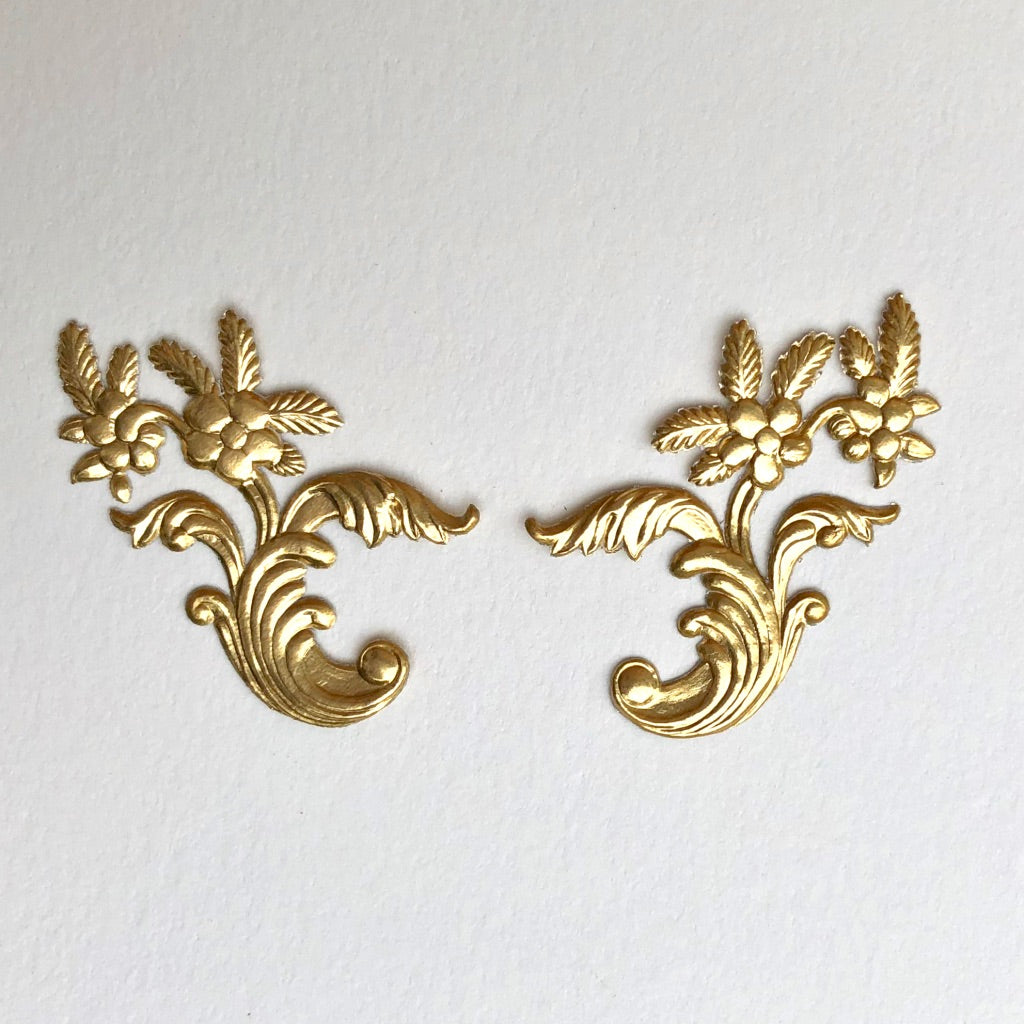 Pair of Floral Motifs Dresden Die-Cuts
