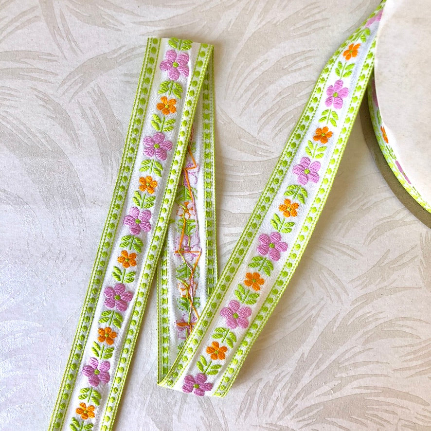 Embroidered Daisy Cotton Ribbon - Vintage