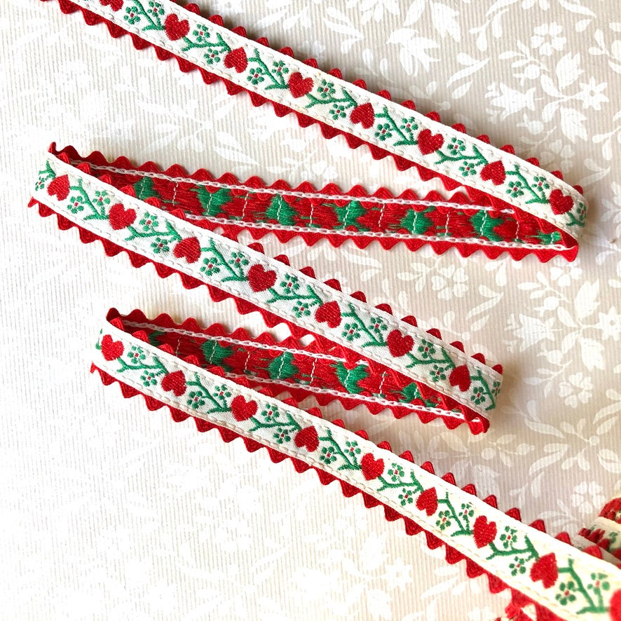 Ric Rac on Hearts Cotton Ribbon - Vintage